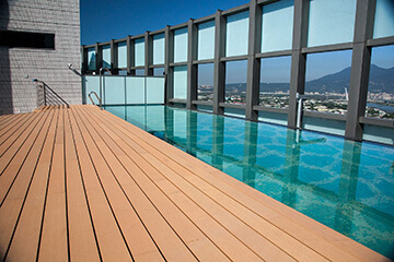 OC-deck-next-to-pool
